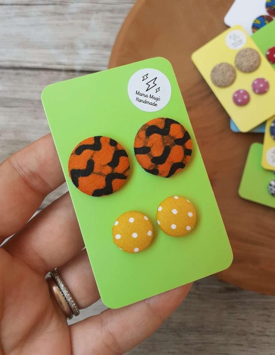 Orecchini a bottone – African wax e micro pois gialli